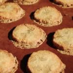 クルミのいっぱい入ったジンジャークッキー