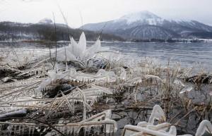 凍る火の山