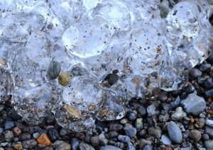 洞爺湖岸の氷