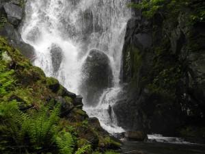 壮瞥滝地蔵岩