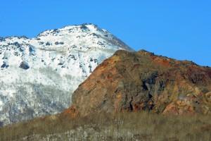 早春の昭和新山
