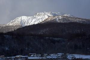 新雪有珠山